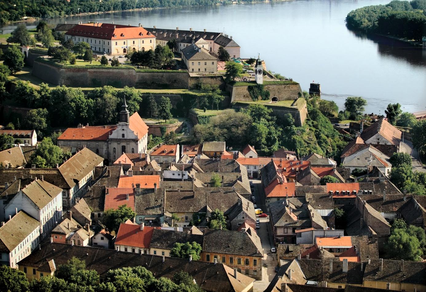 Petrovaradin Serbia  city photos gallery : Petrovaradin, naselje i tvrdjava Serbia.com