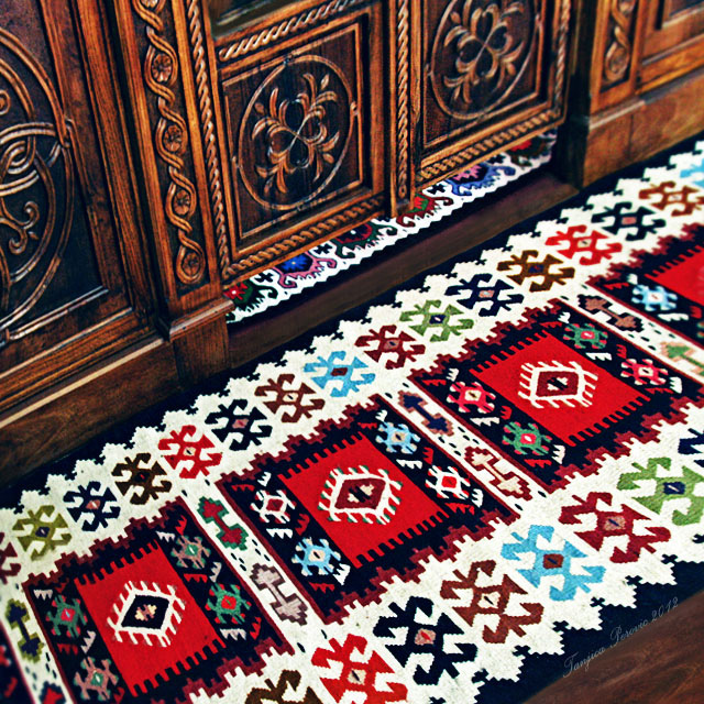Pirot Kilim. Source: Flickr